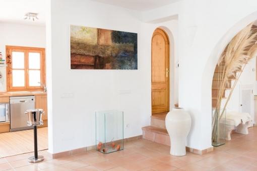 Eingangshalle mit Blick in die Küche