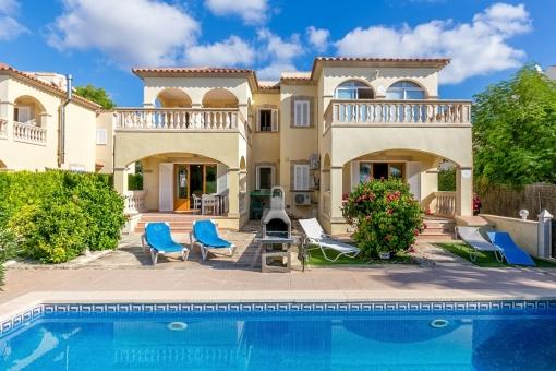 Großes 2 Familienhaus mit Pool und Meerblick