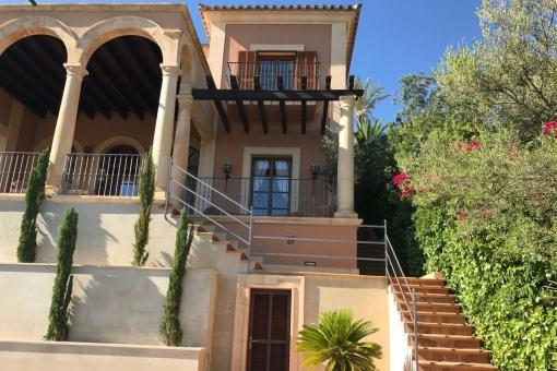 Treppe vom Garten auf die Terrasse