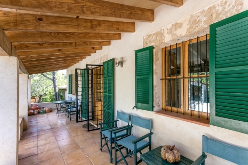 Herrliche Terrasse mit Zugang zu einem weiteren Haus