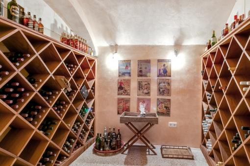 Der Weinkeller kreiert eine rustikale Atmosphäre