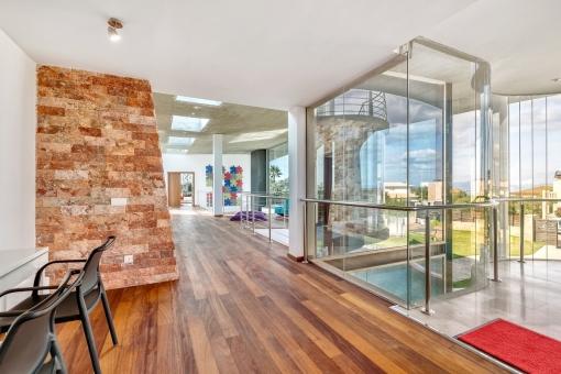 Die komplett verglasten Wohnbereiche sind ein Highlight