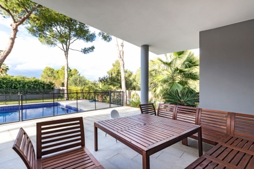 The covered seating area on the terrace offers enough space for the whole family