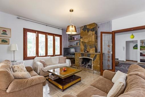 The villa has a living area of 375 sqm