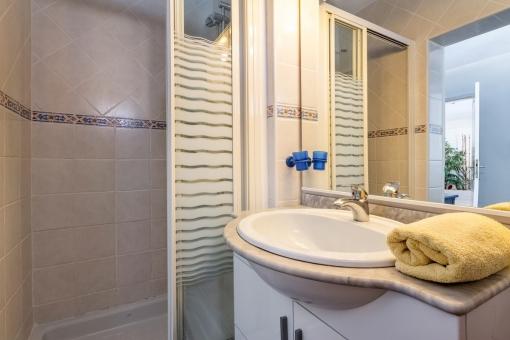 Badezimmer des Gästeapartments mit Dusche