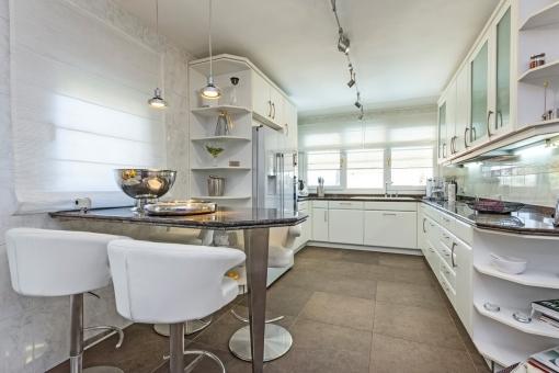 Voll ausgestattete Küche auf der Hauptebene