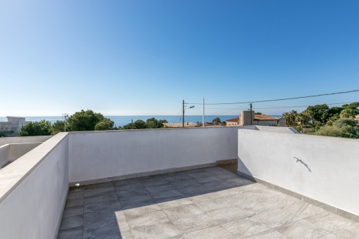 Roof terrace with wonderful sea views