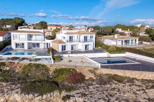The villa is situated in the popular coastal village of Vallgornera