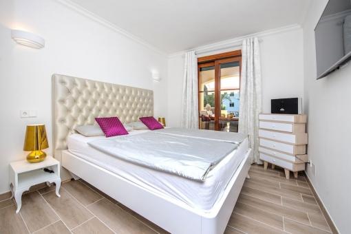 Komfortables Doppelschlafzimmer mit Terrassenzugang
