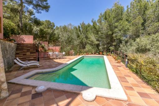 Der mediterrane Außenbereich ist ideal um den Sommer zu genießen