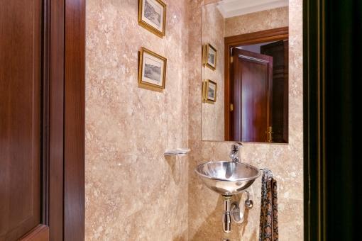 Separates Gäste-WC im Erdgeschoss