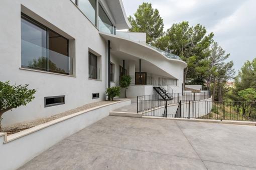 Außenbereich mit Zugang zur Villa