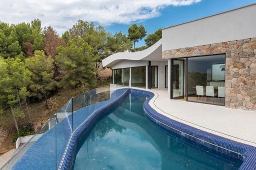 Einzigartiger Pool auf der Terrasse