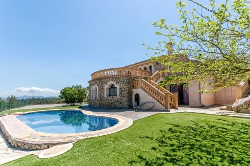 Geräumiges Haus mit herrlichem Blick auf die natürliche Umgebung in Esporles