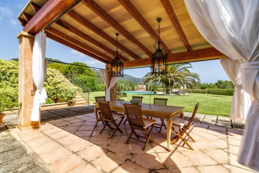 Covered dining area of the property