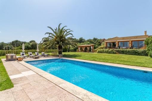 Impressive finca with swimming pool in Son Servera