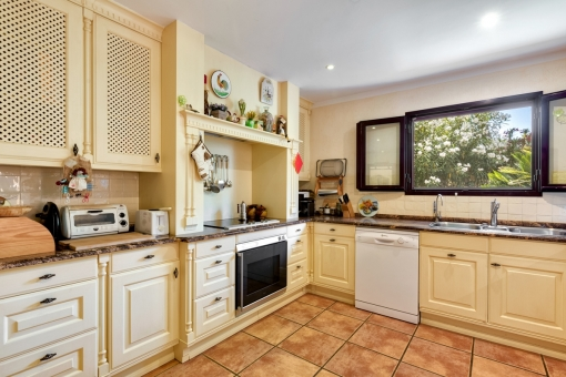 Alternative views of the kitchen