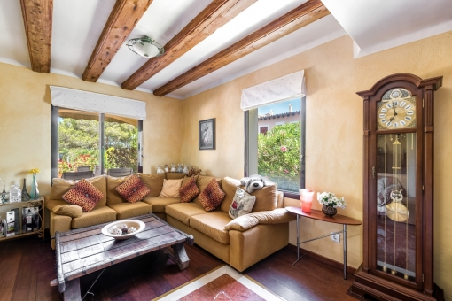 Seperate chill out area with wooden beams