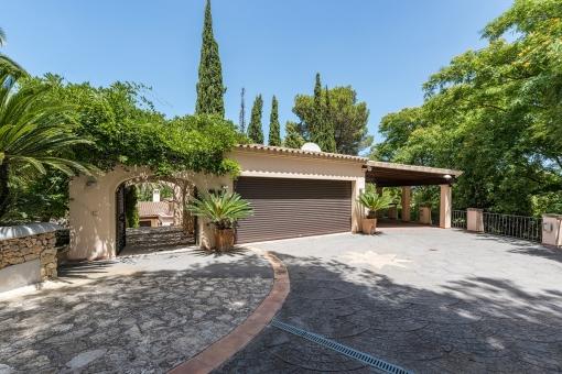 The villa offers a garage