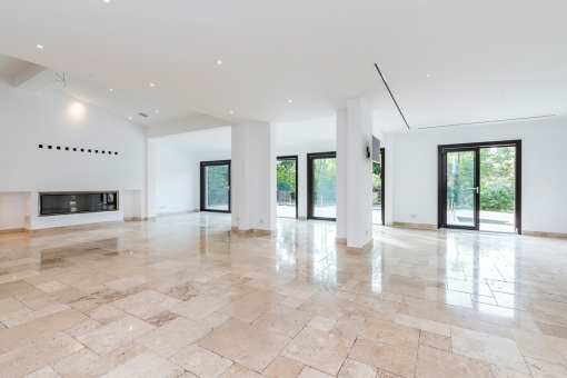 Very spacious living and dining area