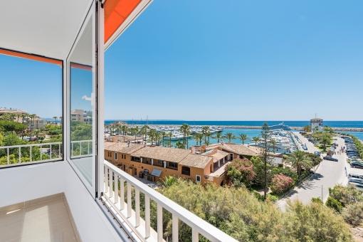 Wohnung in erster Meereslinie mit 4 Schlafzimmern und spektakulären Blick auf das Meer und die Marina von Puerto Portals