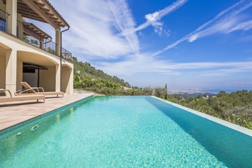 Mediterranean family villa with wonderful sea views and southwest orientation in Son Vida