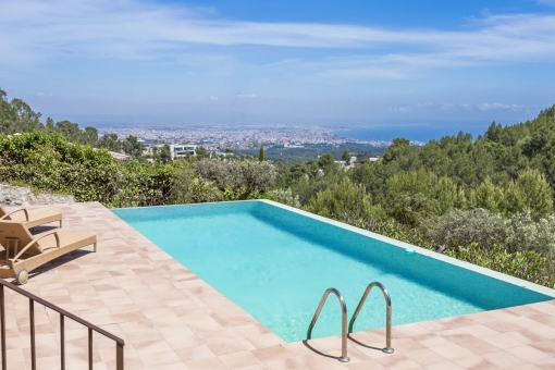 Pool with wonderful views over the bay of Palma