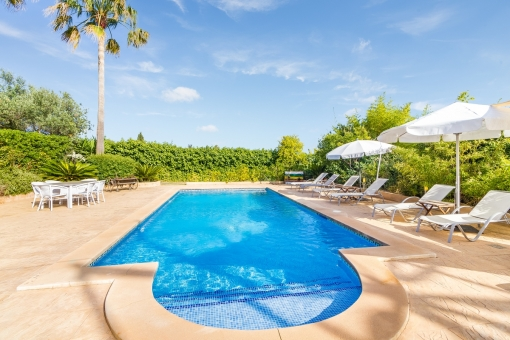 Appealing pool area in neat condition