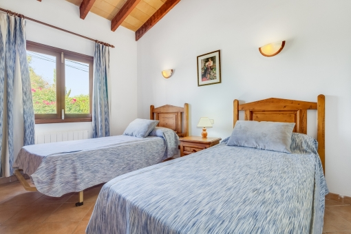 Lovely double room with wooden furniture