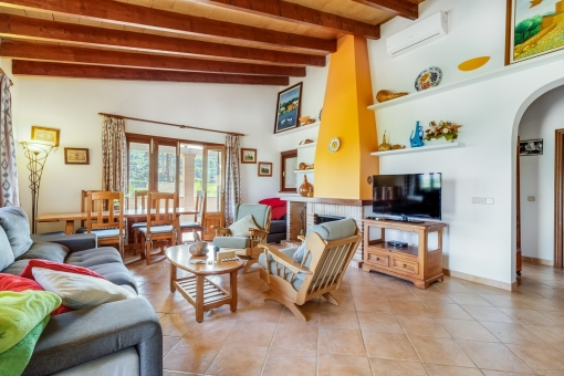 Spacious living and dining area with access to the terrace