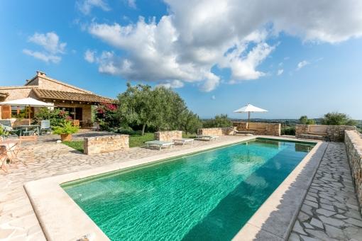 Schöne Finca mit Pool und 26.000 qm Land mit...