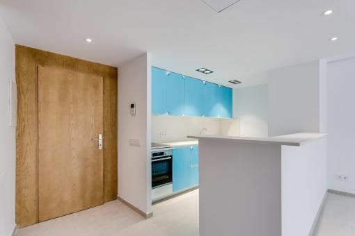 Eingangstür und Küche