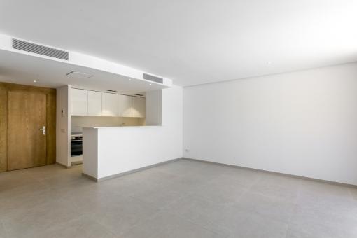 Blick vom Wohnbereich zur Küche