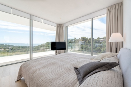 Marvellous bedroom with panoramic view