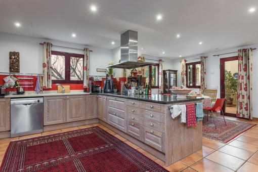 Fully equipped, large kitchen