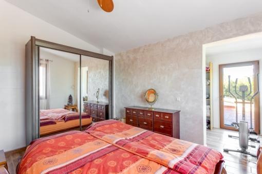 Hauptschlafzimmer mit Ankleide und Dachterasse