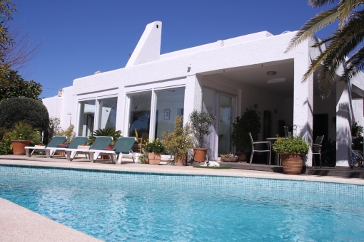 Light-flooded, detached villa with holiday renting licence in Vallgonera