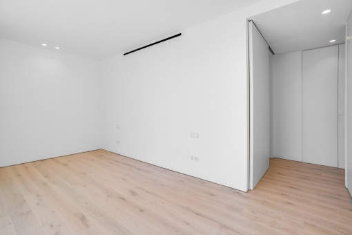 Helles Master-Schlafzimmer