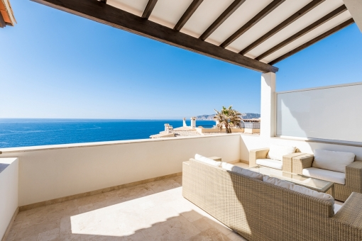 Wonderful duplex penthouse apartment on the 1st sea line with top-quality equipment, 2 terraces and private sea-access in Santa Ponsa
