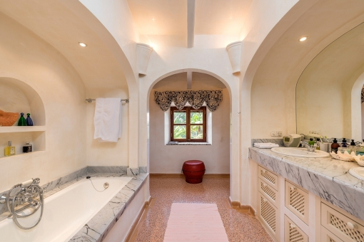 Freundliches Badezimmer