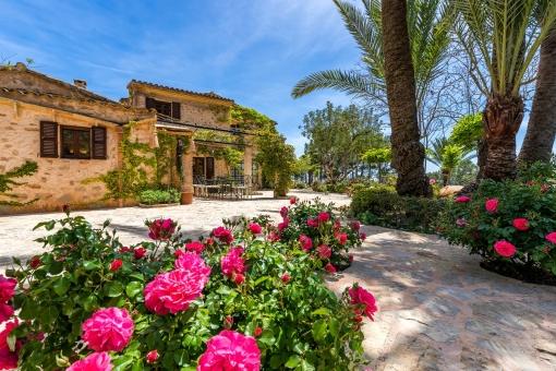 Beeindruckende, mediterrane Finca mit Garten und Son Macià
