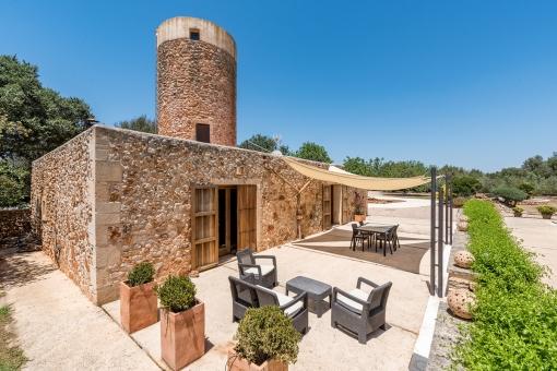 Außenansicht der schönen Steinmühlen-Finca