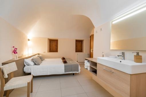 Eines von 3 modernen Schlafzimmern