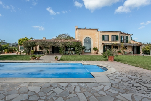 Lovingly-detailed finca in a prime location with pool, sauna and sea views in Son Servera