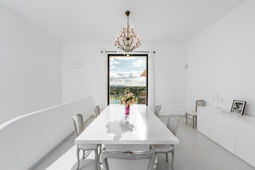 Elegant and bright dining area
