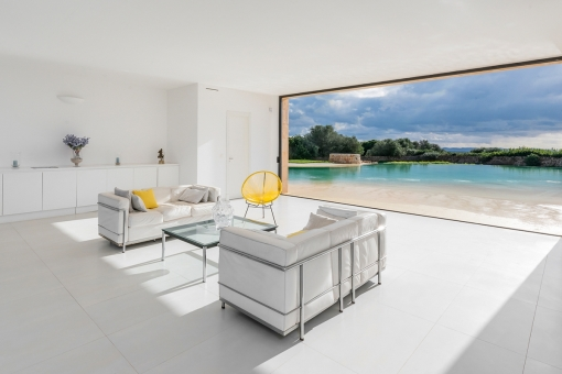 Lightflooded living area du to large panoramic windows
