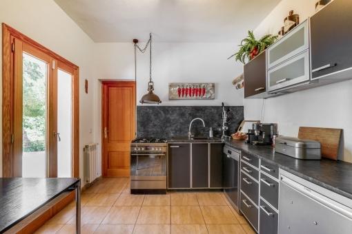 Neues Küche mit Zugang nach Außen