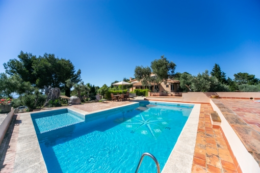 Villa with wonderful views and 2 guest houses in Valldemosa