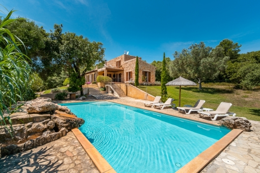 Natural-stone finca in an idyllic location...