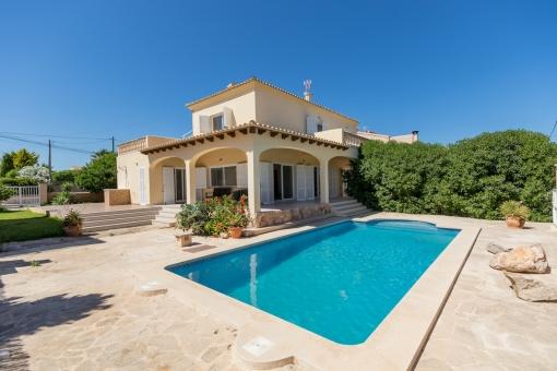 Mediterranean Villa with sea views in a quiet area of Cala Llombards